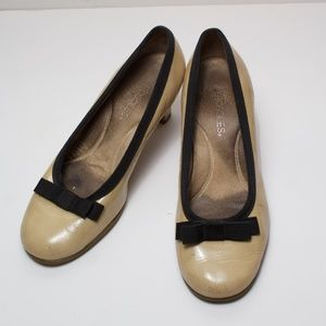 Pre-loved Aerosoles Cream with Bowtie low heel